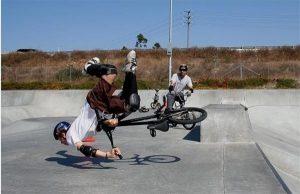 cade cu bicicleta